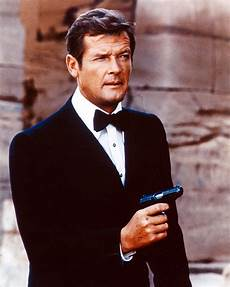 Sir Roger Dead Bond Dies At 89