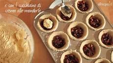 Crostatine Golose Alla Frutta Youtube | crostatine alla frutta secca e crema di mandorle videoricetta di crostata youtube