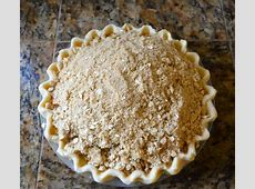 caramel apple pie with crunchy crumb topping_image