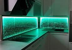 beleuchtung led k 252 chenr 252 ckwand led licht dimmen farben wechseln