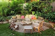 gartenterrasse gestalten feuerstelle patio mit kiesboden