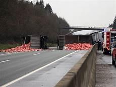 Schwerer Unfall Auf Der A45 H 228 Ngerzug Umgekippt