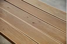 pavimenti in legno per esterni economici pavimento maxilistone in legno da esterno decking larice