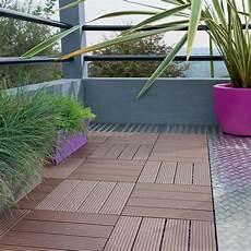 dalle pour balcon dalle clipsable composite brun l 30 x l 30 cm x ep 23 mm