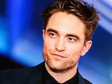 robert pattinson warner bros confirms robert pattinson as its new batman