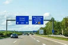 Autobahn Und Schnelle Verkehrs Landstra 223 E Unterzeichnet
