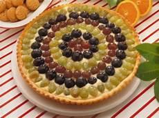 crema pasticcera bianca crostata con crema pasticcera uva bianca e uva nera torte al cioccolato