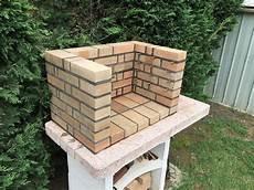 notre maison en autoconstruction barbecue en briques
