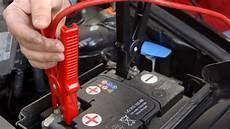 autobatterie wechseln wie oft autobatterie 252 berbr 252 cken schritt f 252 r schritt erkl 228 rt