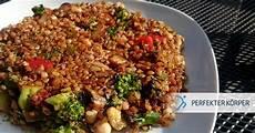 Asiatische Proteinladung Mit Buchweizen Und Kichererbsen