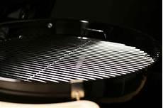 grillrost reinigen aus emaille edelstahl oder gusseisen