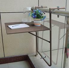 table de balcon suspendue couleur taupe avec plateau