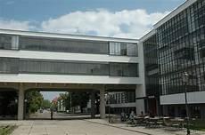edificio del bauhaus dessau alemania 1926 arquitecto