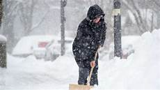 wann muss schneeräumen wann m 252 ssen mieter eigentlich schnee r 228 umen wohnen