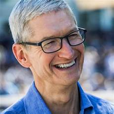 apple ceo tim cook to receive 2018 human rights award by