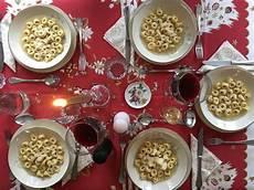 Italienisches Weihnachtsessen Traditionelles Weihnachtsmen 252