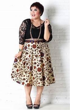 Tips Memilih Model Baju Batik Wanita Gemuk