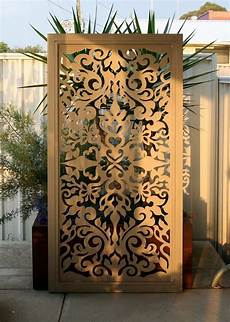 einteiliger paravent aus metall mit orientalischen motiven