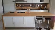 plan travail chene massif poser un plan de travail dans sa cuisine