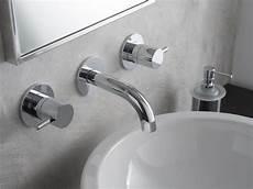 rubinetto da parete m e rubinetto per lavabo a muro by graff europe west