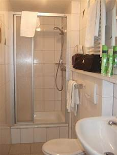 Bild Quot Kleines Badezimmer Mit Dusche Quot Zu Rhein Hotel
