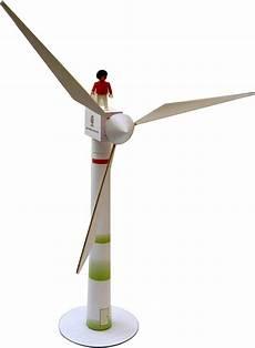 windkraftanlage modell aus karton