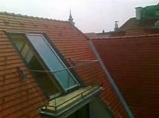 dachfenster mit balkon austritt gro 223 e dachfenster dachschiebefenster solara perspektiv