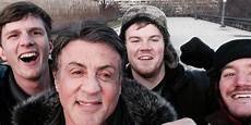 filmy z sylvestrem stallone sylvester stallone takes a selfie with tourists on