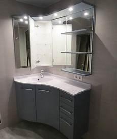 meuble de salle de bain en angle un meuble version triangle pour s adapter aux coins de la