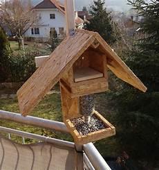 vogelhaus mit futterspender vogelh 228 uschen