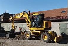 location tractopelle particulier pelle 224 pneus ou tractopelle 224 louer pour les chantiers de