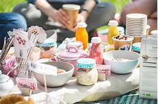 was braucht für ein picknick picknicken aber richtig die besten tipps tricks