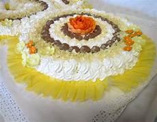 torta pan di spagna crema pasticcera e panna torta di soffice pan di spagna con panna crema pasticcera e cioccolato bolo