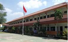Menjaga Kebersihan Lingkungan Sekolah Xch