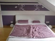 schlafzimmer farblich gestalten lila wall decor bedroom
