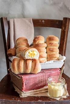 crema pasticcera con albumi flauti con crema pasticcera di pasta brioche con solo albumi pasticceria brioche e dolci