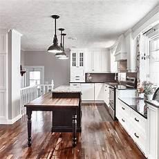 cuisine style classique avec armoire de bois massif