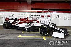 f1 alfa romeo alfa romeo unveils 2019 f1 car in racing livery