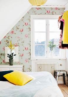 flower wallpaper bedroom 31 wallpaper accent walls that are worth pinning digsdigs
