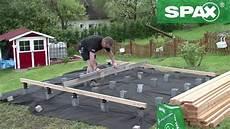 terrasse auf pfosten bauen kleinster mobiler gasgrill