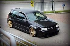 golf 4 r32 felgen r32 in schwarz mit goldene felgen vw golf 4 autos