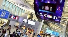 le plus grand ecran tv du monde lg electronics lance le plus grand 201 cran oled du monde un