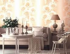Wallpaper Dengan Mawar Di Interior Ruangan