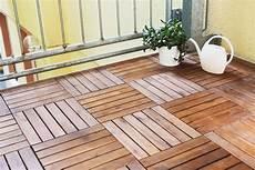 Balkonfliesen Aus Holz Verlegen Anleitung Tipps