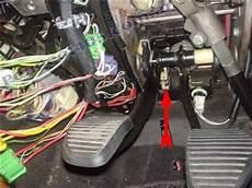 cable embrayage berlingo remplacer le c 226 ble d embrayage peugeot 405