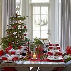 weihnachtstisch festlich dekorieren 37 stunning dining room d 233 cor ideas digsdigs