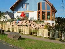 zaun für hanglage holz staketen zaunfelder verschraubt ab 14 99eur standard