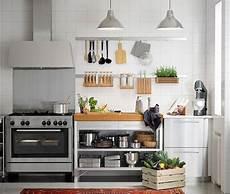 ikea kleine küche nahaufnahme einer rimforsa werkbank aus edelstahl und
