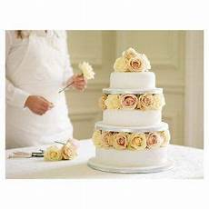 the weddingista how to make your own wedding cake for