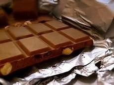 schokolade aus kleidung entfernen schokoladenflecken entfernen kleidung autositz polster teppich sofa mit diesen hausmitteln